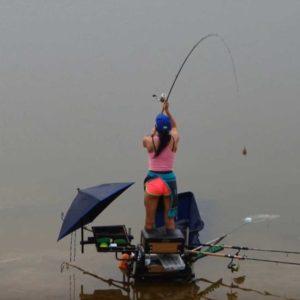 рыбалка фидером на реке заброс