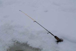 Удилище для зимней ловли щуки на реке